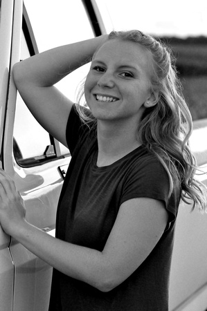 2017 SENIOR HattieGault 229 B&W