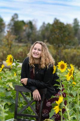 2018 SENIOR Amanda Kile-Sunflower-4