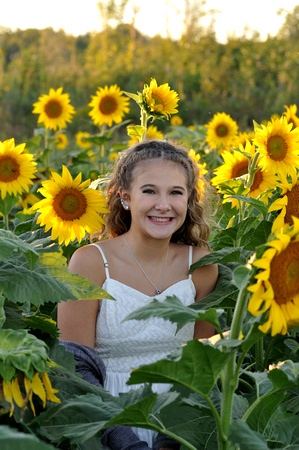 2017 SENIOR SarahSnakovsky sunflower 17